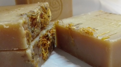 Jabón de Caléndula,Manzanilla y Karité
